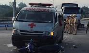 Đà Nẵng: Xe cứu thương chở quan tài tông xe máy, 2 người nguy kịch