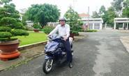 Chủ tịch UBND tỉnh Đồng Tháp: Đi xe máy thích hơn xe công!