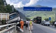 Xe tải mất thắng, tài xế nhanh trí tông vào đuôi xe ben thoát khỏi tai nạn nghiêm trọng