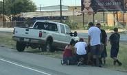 Mỹ: Xả súng tại điểm dừng đèn đỏ, 26 người thương vong