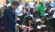 Báo Người Lao Động mang trung thu đến trẻ em nghèo Hậu Giang
