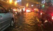Mưa trắng trời, đường Nguyễn Hữu Cảnh lại ngập