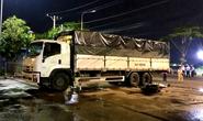 Ôm cua vào chợ đầu mối, xe tải tông xe máy làm 3 người thương vong