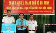 Đoàn đại biểu TP HCM thăm cán bộ, chiến sĩ trên đảo Hòn Khoai