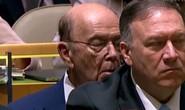 """Bộ trưởng Thương mại Mỹ bị tố """"ngủ gật"""" khi ông Trump phát biểu"""