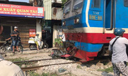 Đi xe máy qua đường sắt thiếu quan sát, thanh niên 18 tuổi bị tàu tông tử vong
