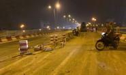 Xe bồn bất ngờ san phẳng 20 m dải phân cách, tông nhiều xe máy trên cầu Thanh Trì