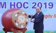 Thủ tướng Nguyễn Xuân Phúc đánh trống khai giảng năm học mới