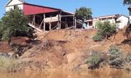 Cận cảnh sạt lở ven Sông Gianh, nhiều nhà dân nguy cơ bị hà bá nuốt chửng