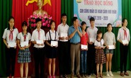 Bình Phước: Trao học bổng cho con đoàn viên khó khăn