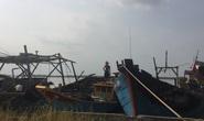 Đưa tàu cá vào bờ nghỉ Tết, 5 tàu bất ngờ bốc cháy, thiệt hại 13 tỉ đồng