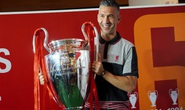 Cựu danh thủ Luis Garcia giới thiệu cúp Champions League ở Việt Nam