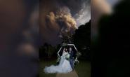 Bị núi lửa dí vẫn cưới nhau cái đã
