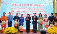 Chủ tịch Quốc hội tặng quà cho đoàn viên, công nhân lao động Đắk Lắk