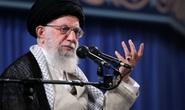 Lãnh tụ Iran gọi ông Trump là chú hề đâm lén sau lưng