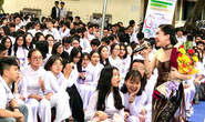 Suất diễn cuối năm đầy xúc động của NS Bình Tinh, Phạm Huyền Trâm