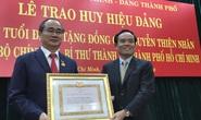 Bí thư Nguyễn Thiện Nhân xúc động khi nhận huy hiệu 40 năm tuổi Đảng
