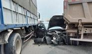 Xế hộp bị xe ben vò nát, đôi nam nữ may mắn thoát nạn