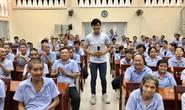 Võ Minh Lâm đem niềm vui đến với người già, khuyết tật