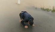 Tìm thấy thi thể thai phụ rớt xuống nước lũ trên đường đi sinh