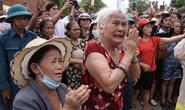 Người dân đưa tiễn 13 liệt sĩ hy sinh ở Rào Trăng 3 về với đất mẹ