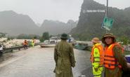 Mưa lũ miền Trung: Nhiều điểm Quốc lộ 1A ngập sâu, giao thông tắc nghẽn