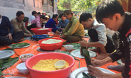 Thức thâu đêm gói hàng chục ngàn chiếc bánh chưng gửi đồng bào miền Trung