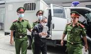 Xe đặc chủng đưa các bị cáo tới toà xử 2 nguyên phó tổng giám đốc BIDV, an ninh thắt chặt