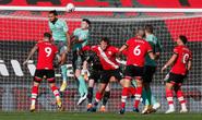 Everton gục ngã ở St.Mary's, ngôi đầu Ngoại hạng Anh rung lắc dữ dội