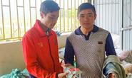 Nhặt được vàng trong đồ cứu trợ, thanh niên vùng lũ tìm cách trả lại