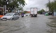 Quảng Nam mưa trắng trời, đường phố lênh láng, nhà dân tốc mái