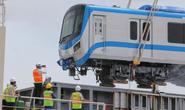 Cân chỉnh từng li để đưa 3 toa tàu metro số 1 lên xe  khủng