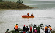 Sạt lở Trà Leng: 32 ghe, thuyền đang ngược sông Tranh tìm kiếm nạn nhân mất tích