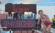 Nguyễn Thị Oanh xô đổ kỷ lục 17 năm đường chạy 10.000 m