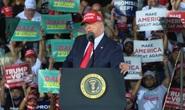 Đang chạy nước rút, Tổng thống Trump vẫn không tha bác sĩ Fauci
