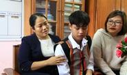 NHỮNG NGƯỜI THẦY KHÔNG CHỈ GIEO CHỮ: Xoa dịu nỗi đau học trò nghèo Phước Sơn