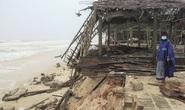 Bờ biển miền Trung tan hoang sau bão