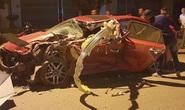 Xe 4 chỗ và xe tải va chạm cực mạnh, 4 người thương vong