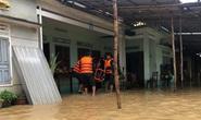 Miền Trung mưa lớn, nhiều nơi bị chia cắt