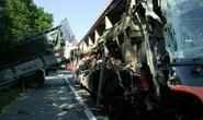 Xe khách tông xe tải trên cao tốc Pháp Vân - Cầu Giẽ, 4 người bị thương