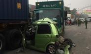 Xe thư báo tông liên hoàn nhiều ôtô dừng đèn đỏ, 1 nữ tài xế gặp nạn