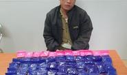 Kẻ buôn 12.000 viên ma túy dùng dao chống trả, cắn vào tay thiếu tá công an