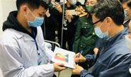 CLIP: Phó Thủ tướng Vũ Đức Đam trò chuyện với 3 người tình nguyện đầu tiên tiêm vắc-xin Covid-19