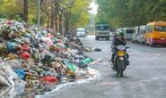 CLIP: Rác thải lại chất đống, bốc mùi trên nhiều tuyến phố Hà Nội