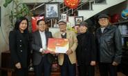 Mai vàng nhân ái thăm và tặng quà NSƯT Nguyễn Hồng Minh