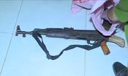 Dùng súng AK bắn người tình rồi tự sát