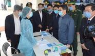 Phó Thủ tướng Vũ Đức Đam trò chuyện với người dân cách ly trong dịch virus corona