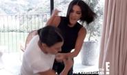 Chị em Kim Kardashian bị chê làm trò khi đánh nhau trên truyền hình