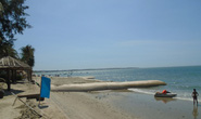 Bờ biển Mũi Né nhếch nhác vì kè tự phát