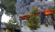 Cháy dữ dội ở thị xã Bến Cát - Bình Dương, khói mù trời
